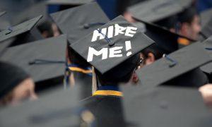 hal yang dilakukan fresh graduate saat melamar kerja