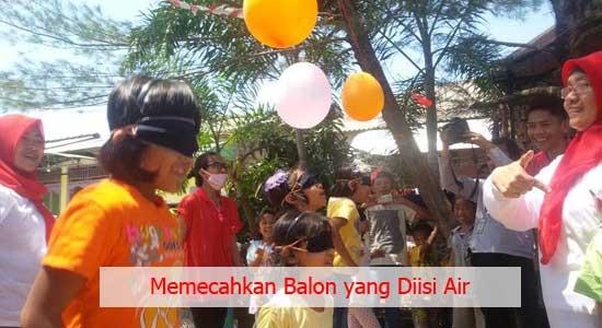 Memecahkan Balon yang Diisi Air