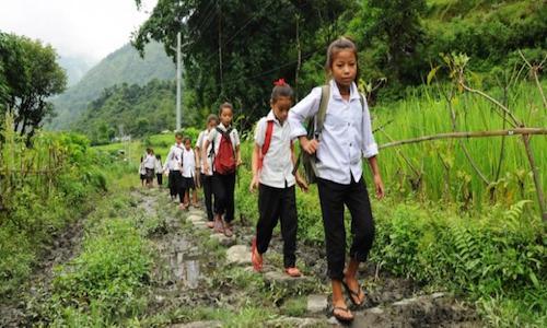 Gambar Anak Sekolah jalan kaki ke Sekolah