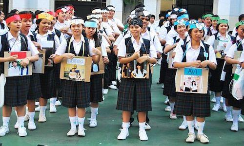 Gambar anak sekolah di perkotaan saat masa orientasi siswa