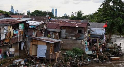 Contoh Teks Eksplanasi Sosial Kemiskinan