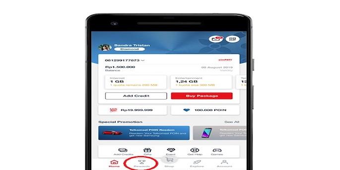 "Jika sudah masuk ke aplikasi MyTelkomsel, maka lihatlah di bagian bawah beranda, ada menu bernama ""Hadiah"" dengan"