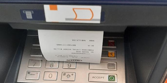 Struk transaksi keluar dari mesin. Simpan bukti tersebut apabila masih diperlukan